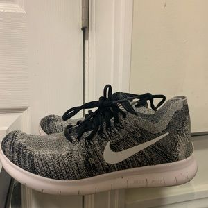 Nike Free Run Flyknit Size 9.5